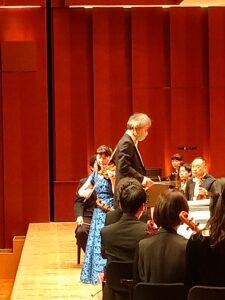 前半のベートーヴェンのVnコンチェルトを熱演される漆原朝子さんと指揮者の梅田敏明さん。
